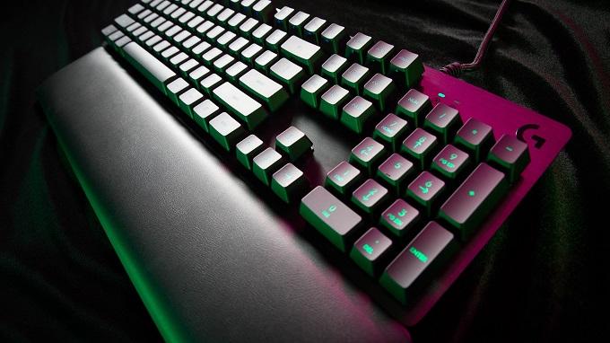 Logitech G513 CARBON è una tastiera gaming meccanica di altissimo livello.